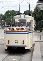 erfurt/82455/tw-3-mit-offenen-beiwagen-275 Tw 3 mit offenen Beiwagen 275 auf der Linie 2 beim Kaufland, 17.7.2010