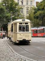 Berlin - Bw 1707/1982/hist-zug-mit-beiwagen-1707-in Hist. Zug mit Beiwagen 1707 in der Schleife Hackscher Markt   http://altebahnen.startbilder.de/bilder/thumbs/tn_1982.jpgn
