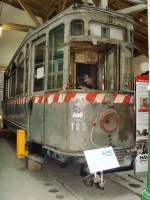 Halle - hist. Tw/32510/hist-noch-nicht-aufgearbeiteter-triebwagen-im Hist. noch nicht aufgearbeiteter Triebwagen im Museumsdeopot Halle im September 2009